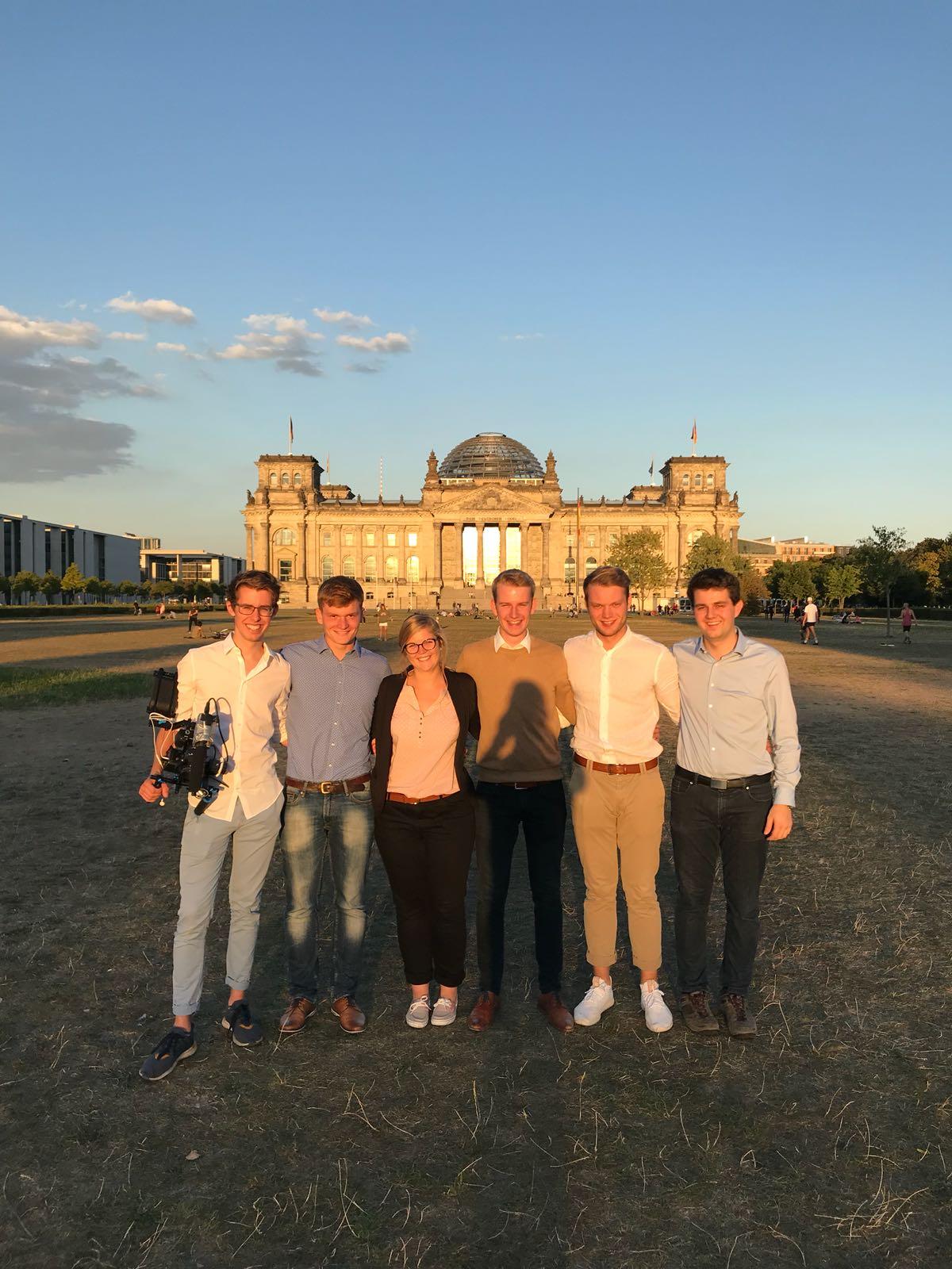 Video-Dreh am Reichstagsgebäude. Ihr fragt euch: was für ein Video? Das erfahrt Ihr Ende Oktober!