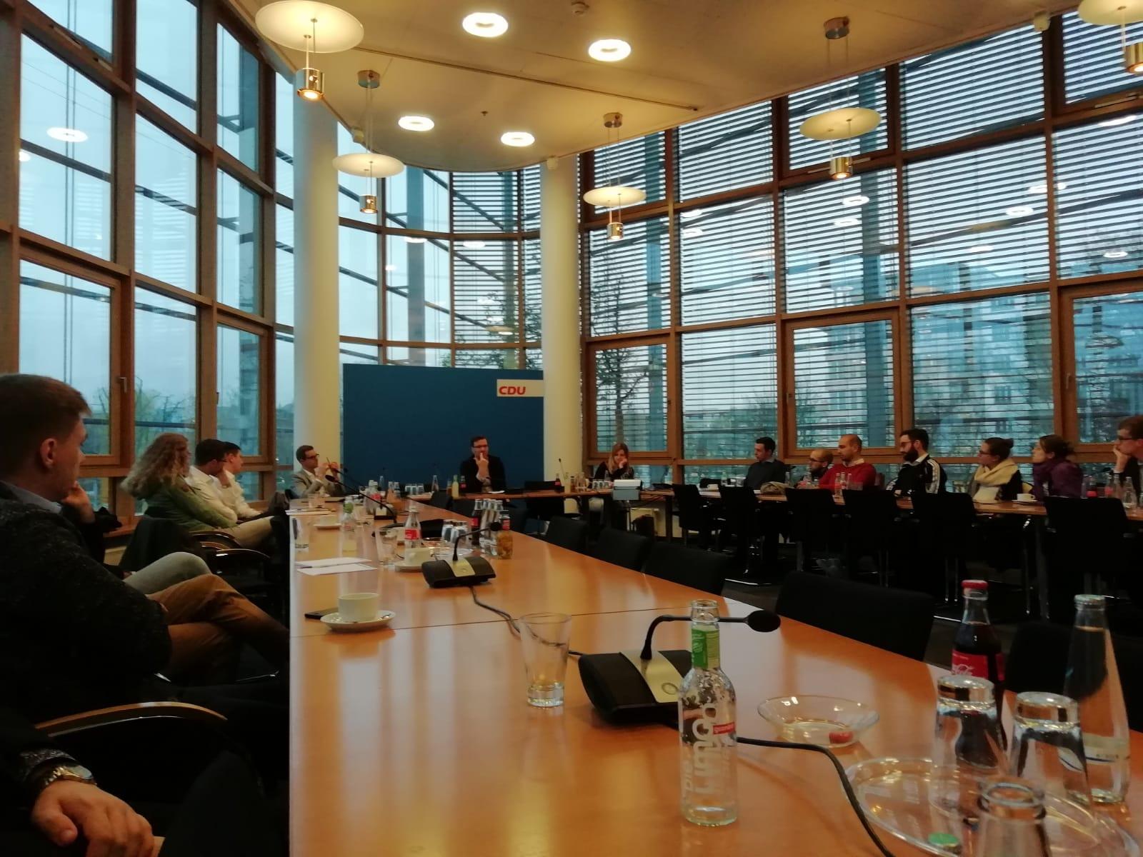 Blick in den strategischen Maschinenraum der CDU: Nico Lange stellt sich den vielen Fragen der Seminarteilnehmer.