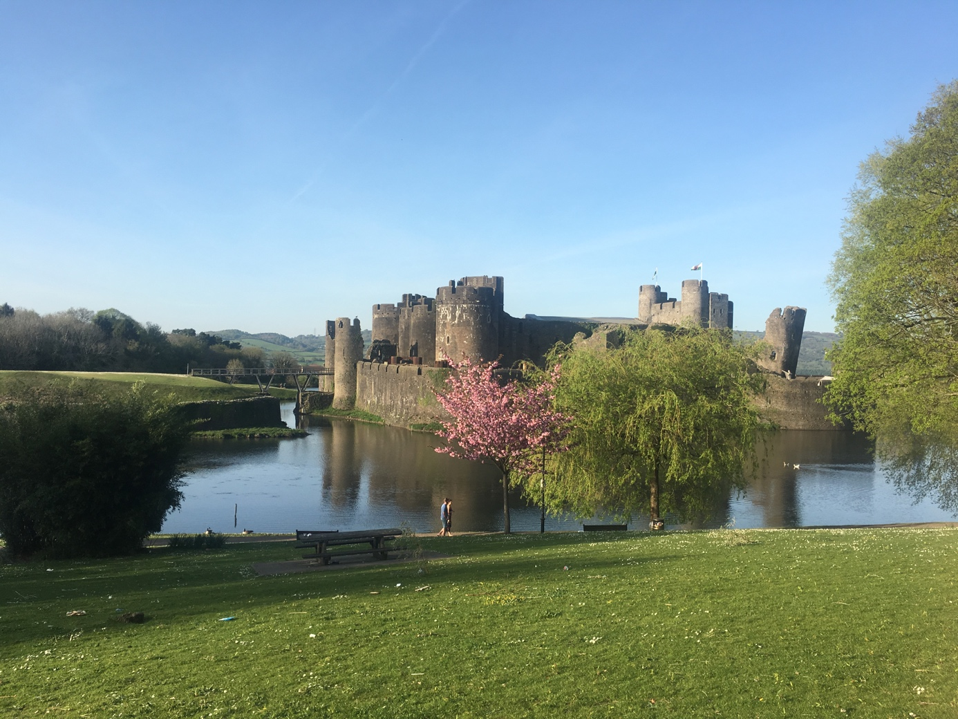 Caerphilly Castle. Das größte Schloß von Wales, welches sich ausgesprochen für Ausflüge in der Zweisamkeit eignet.