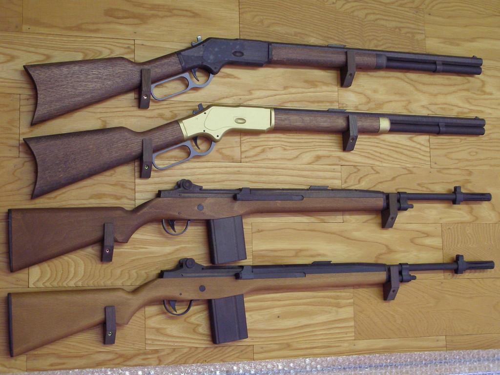 上より (1)トムホーン (2)イエローボーイ (3)USマリーンライフル (4) 〃