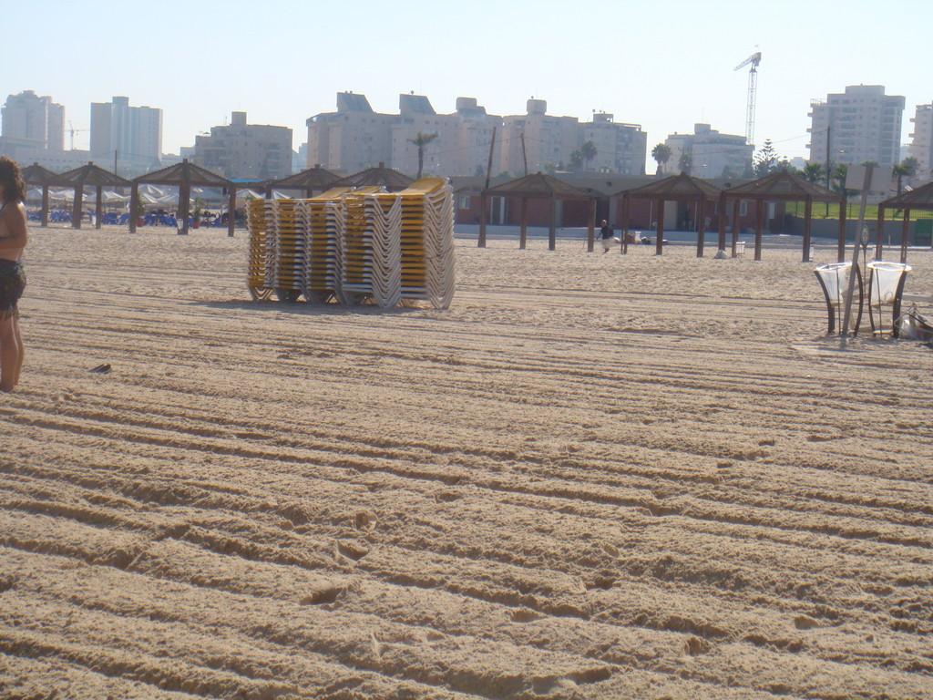 La plage en hiver, les transats sont rangés