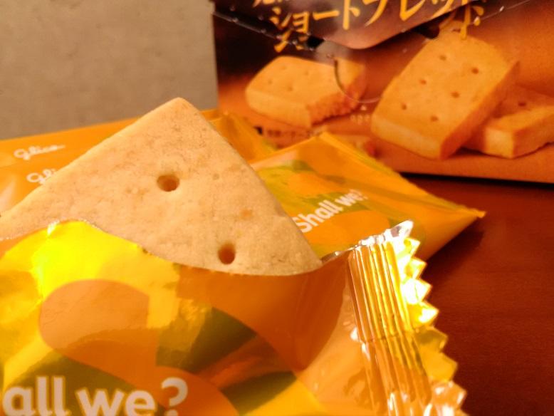 江崎グリコ 株式会社さんの 贅沢バターの.Shall we?「発酵バターが薫るショート ブレッド」