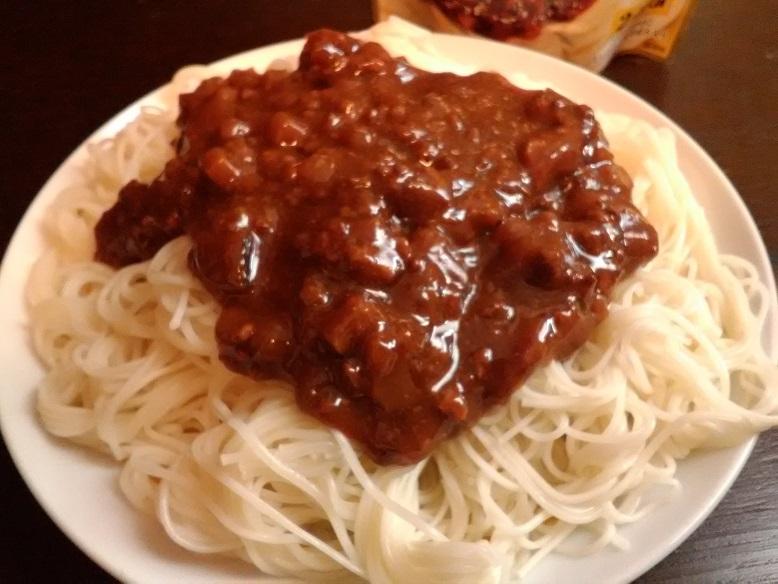 丸美屋食品工業株式会社さんの 丸美屋   かけうま麺用ソース「ジャージャー麺の素」