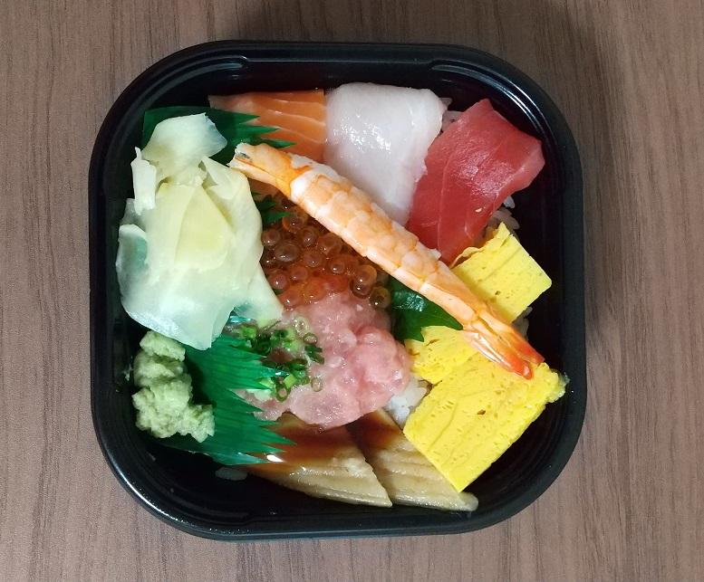 海鮮三崎港さんの「特選海鮮丼 & たこ唐揚げ」
