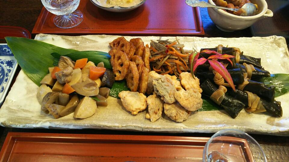 がめ煮、蓮根の中華風揚げ、蓮根と海老のしんじょう、きんぴら、ニシンの昆布巻き