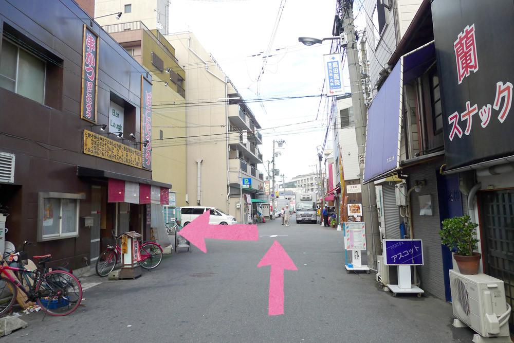 アクセス4:一つ目の交差点を左方向へ