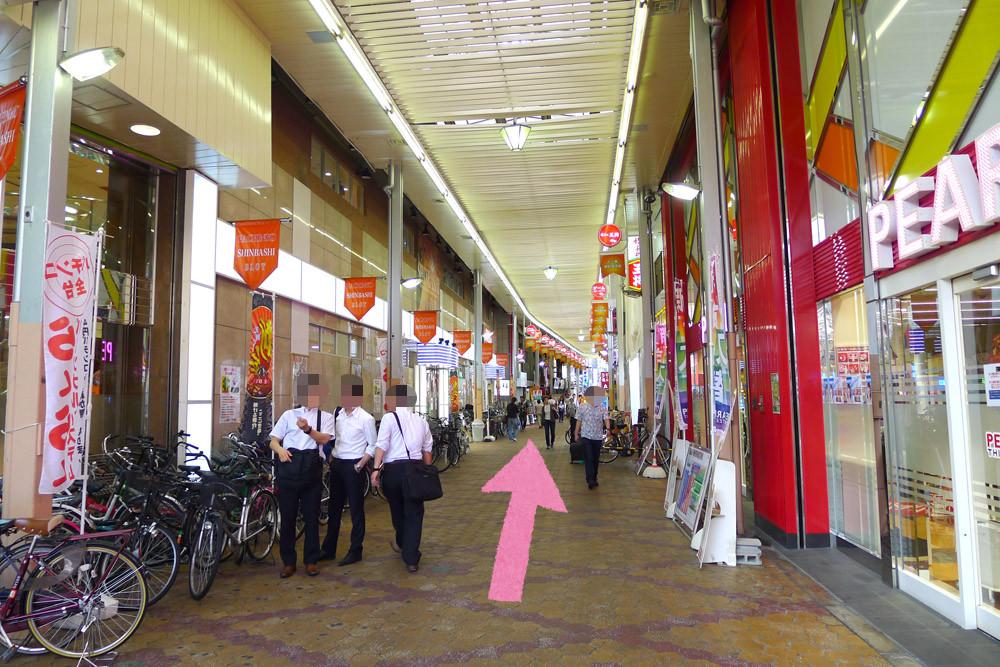 アクセス2:十三駅前商店街のアーケードの中を直進