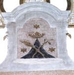 La palma e il giglio erano la cifra, nelle chiese carmelitane, dei due primi Santi dell'Ordine: Angelo e Alberto.