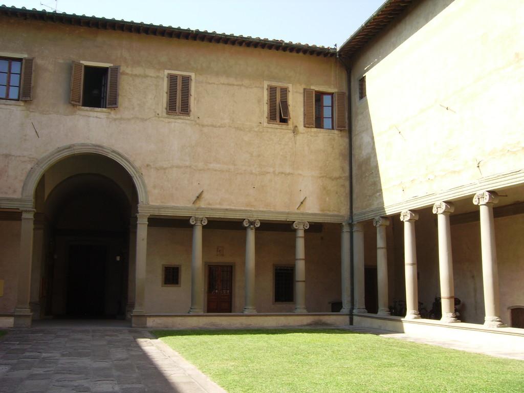Borgo Pinti - Chiostro esterno chiostro