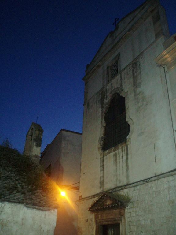 Noci - Scorcio della facciata del Monastero S. Chiara