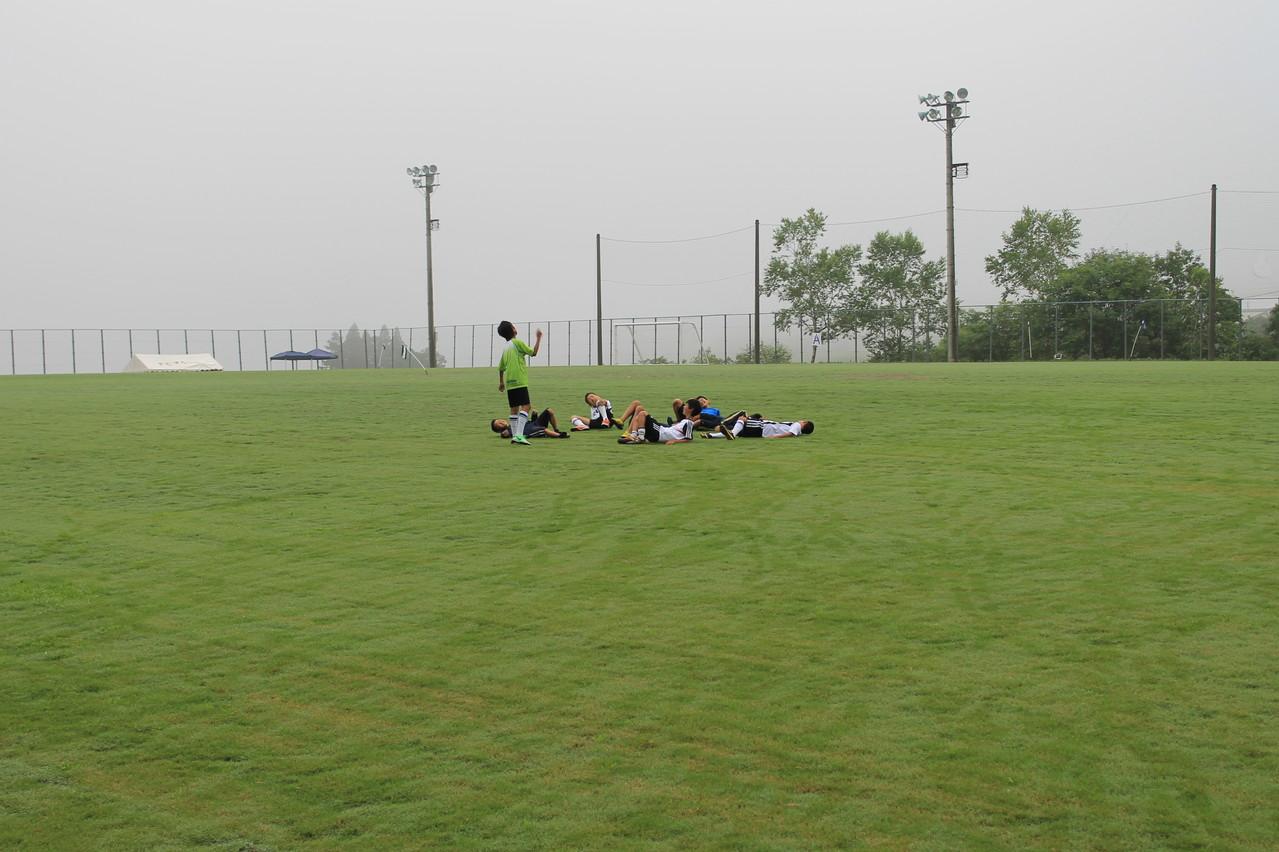 平成グランドでゴールパフォーマンス(6年)