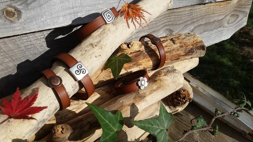 Bracelets fin (argentés 12 euros, losange 10 euros)