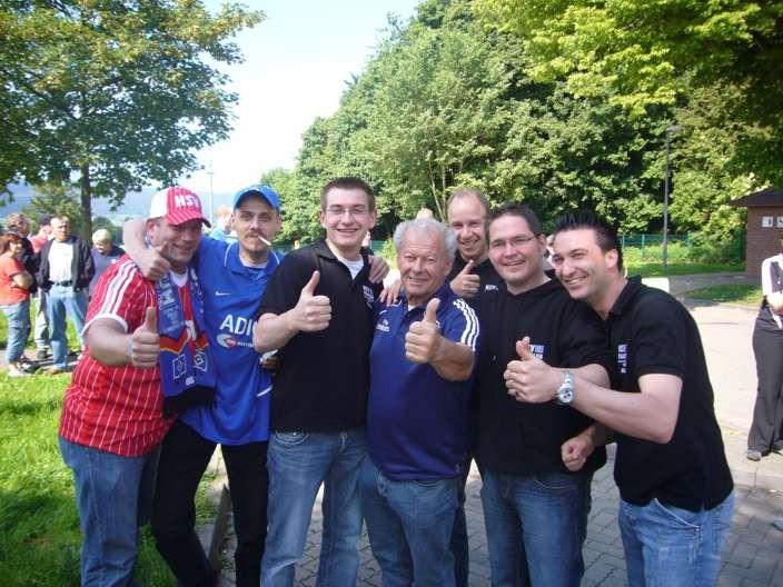 Gruppenfoto mit Hermann Rieger auf dem weg nach Frankfurt