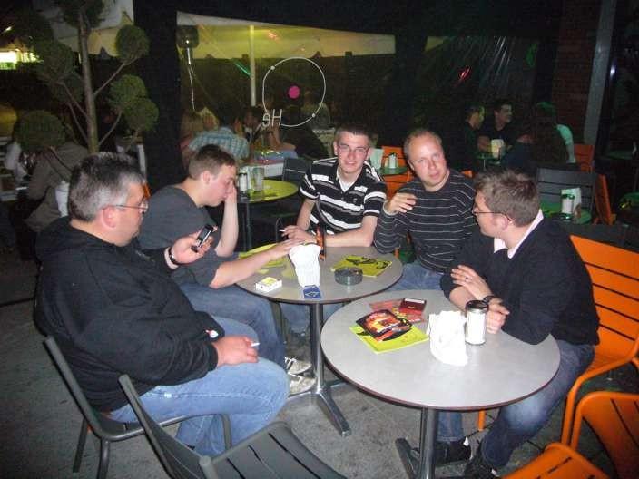 Nach dem Spiel gegen Frankfurt in einer Bar