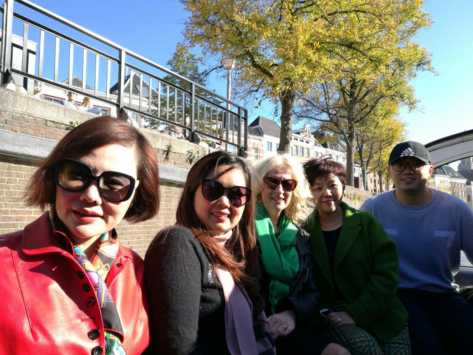 Bood tocht met de vrouwen die vorig jaar naar China zijn geweest