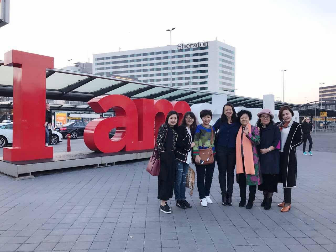 De 1e groep vrouwen uit Chongqing zijn geland