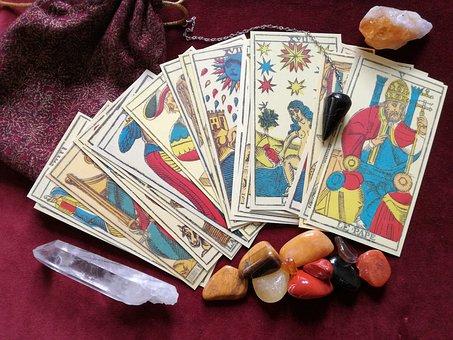 https://pixabay.com/de/tarot-kristalle-pendel-okkultismus-1775322/