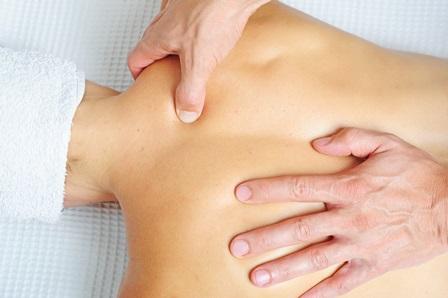 Rückenmassage mit Triggerzonen