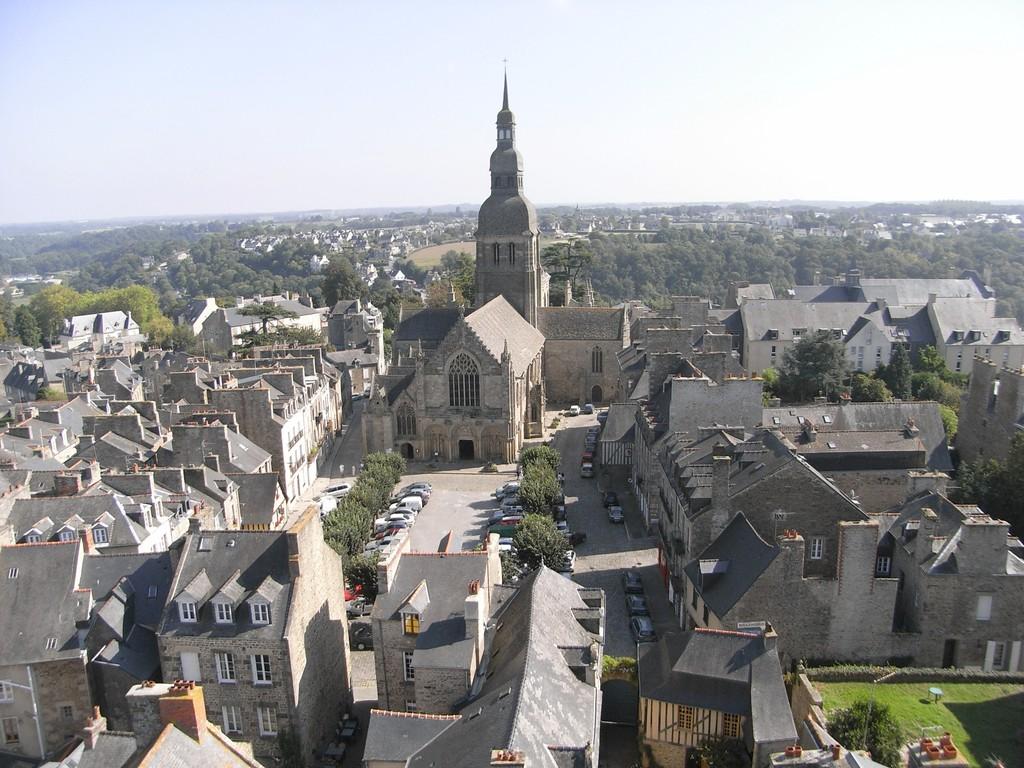 Place Saint Sauveur vu de la tour de l'horloge