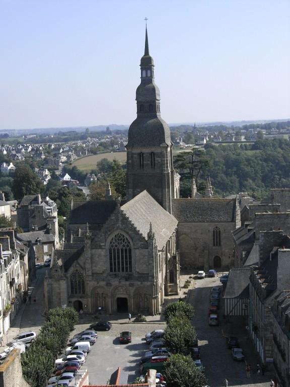 L'église Saint Sauveur vu de la tour de l'Horloge