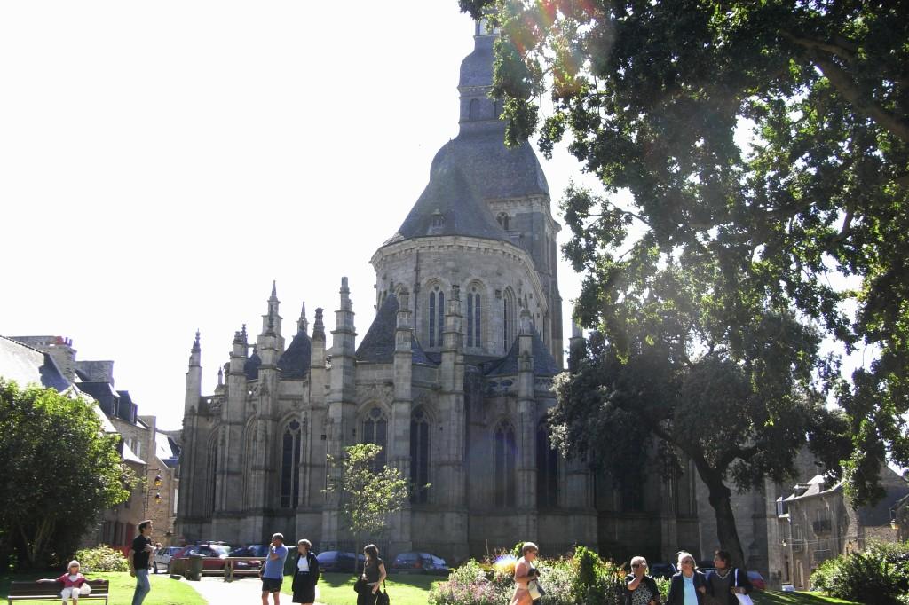 L'église St Sauveur vu du jardin anglais