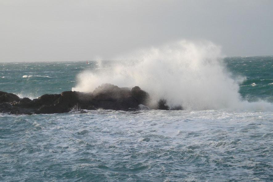 St Malo déchainé par jour de tempête