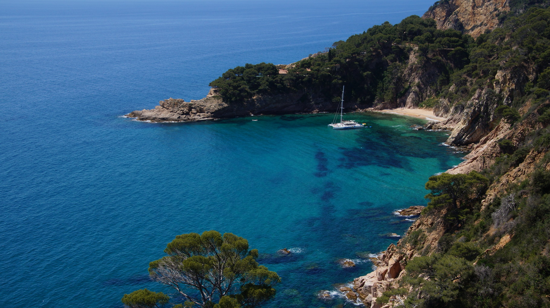 <B>An der Costa Brava, nach Tossa de Mar verabschieden wir uns von der spanische Küste.</B>