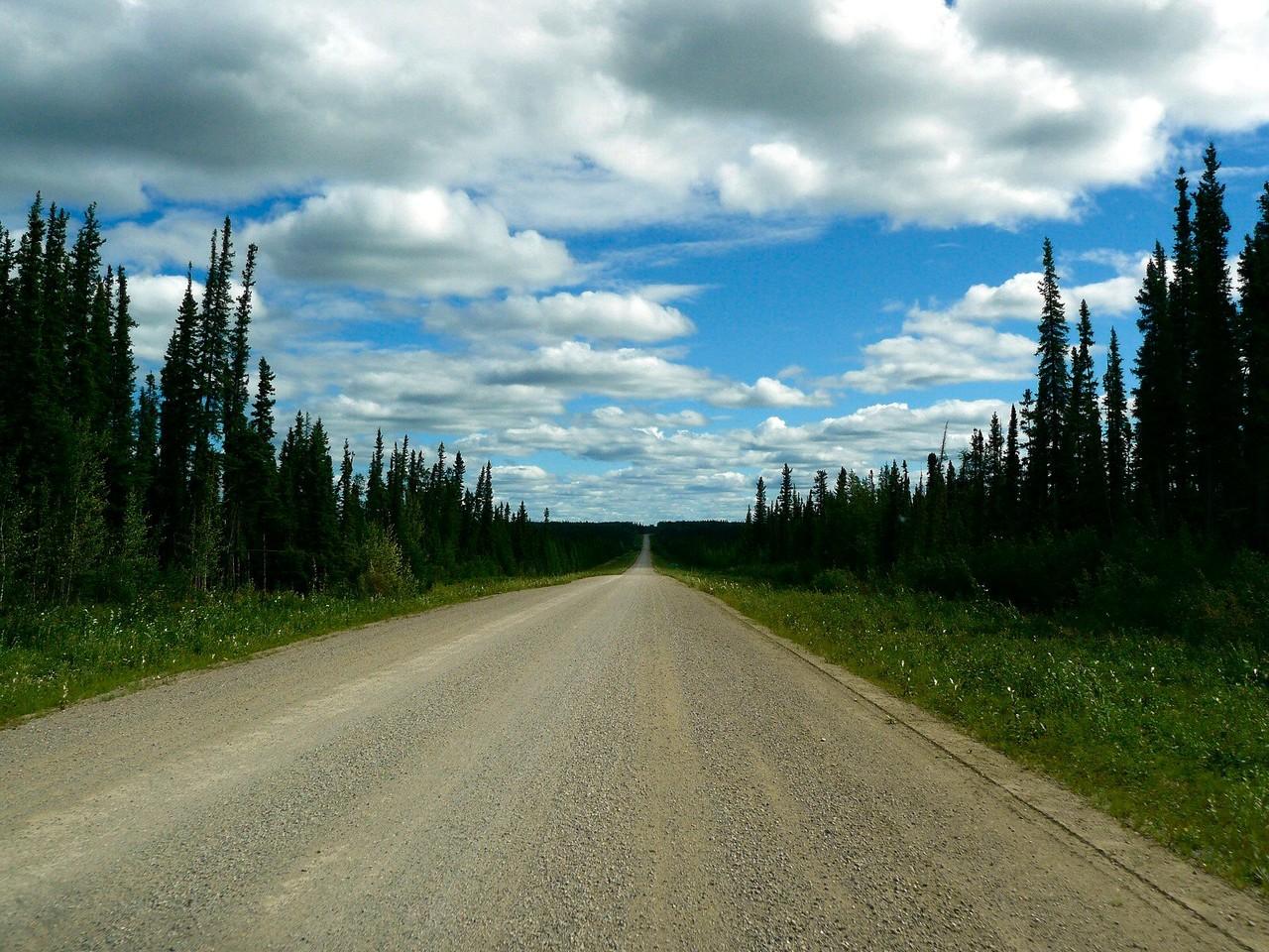 <B>Der staubige Liard Highway