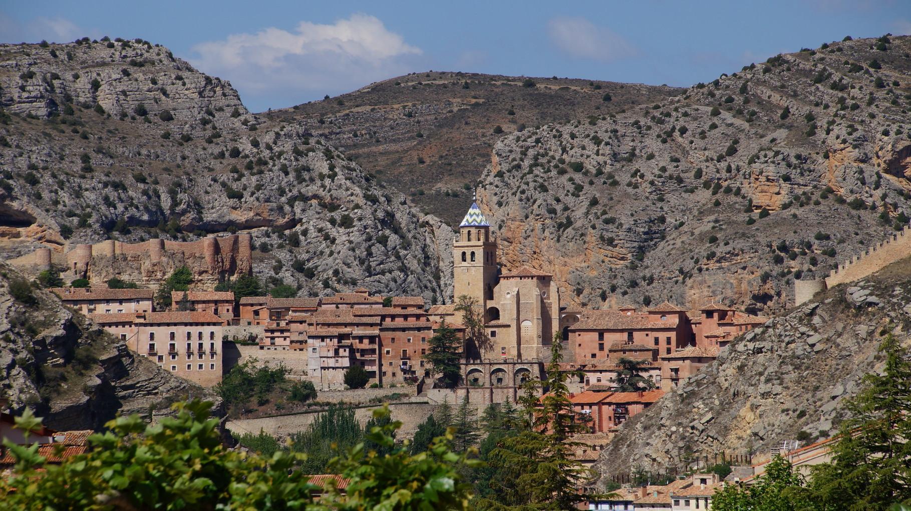 <B>Albarracín ist eine auf 1171 m Höhe gelegene Kleinstadt in Nordspanien mit 1093 Einwohnern</B>