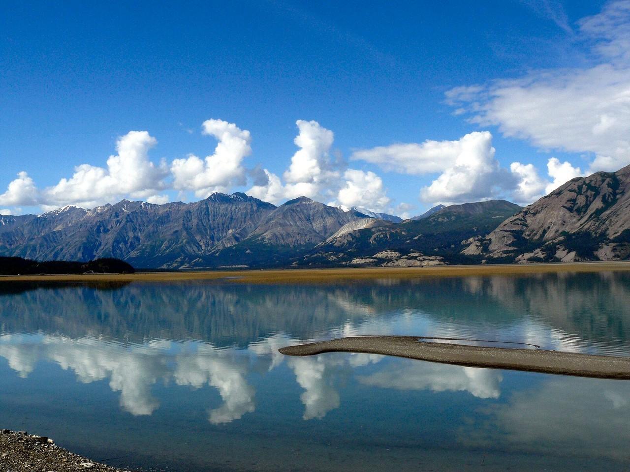<B>Am Kluane Lake, mit 405 km² der größte See, der ganz im Territorium Yukon liegt