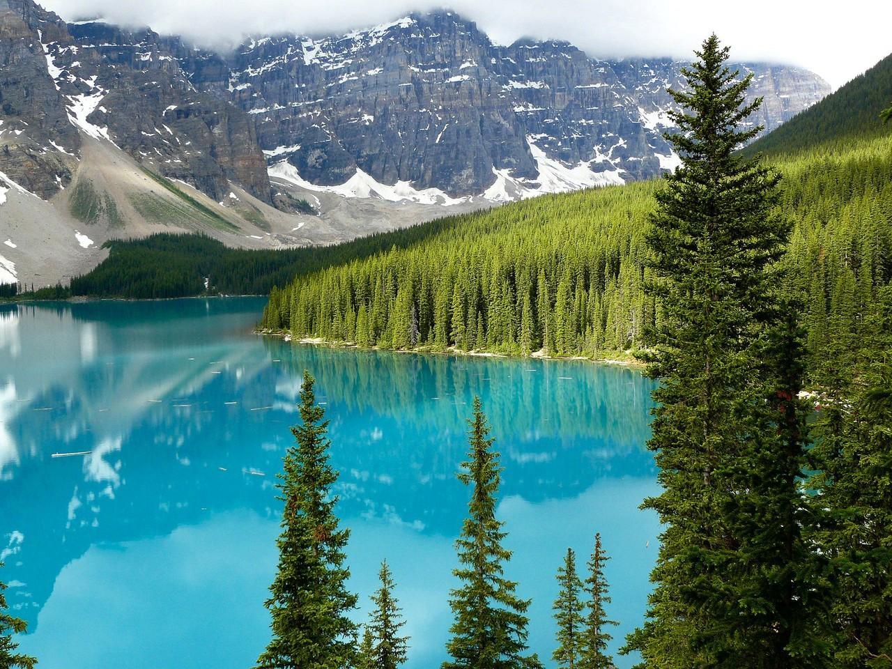 <B>Der Moraine Lake ist ein von Gletschern gespeister See ...