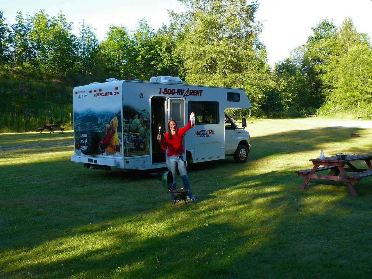 <B>Ein Schluck auf unser 22 Fuß WoMo auf dem ersten Campground
