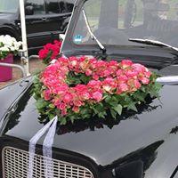 Blumenschmuck auf der Motorhaube
