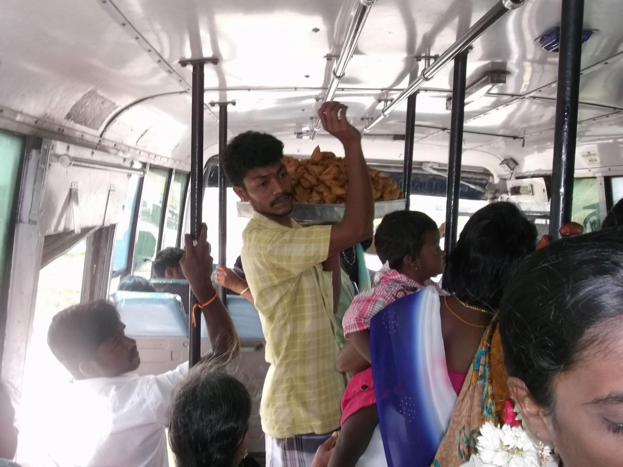 Dans un bus de l' Inde ( Tamil Nadu)