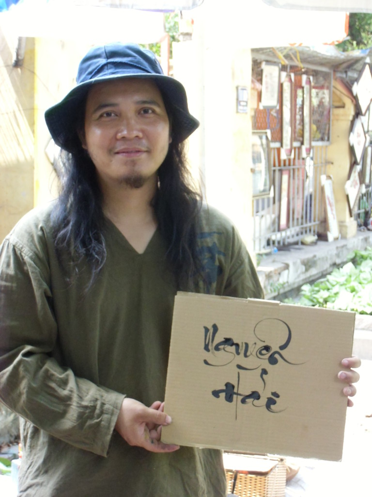 "Mai NGUYEN, Calligraphe Saïgon Fev 2013 ( Mai signifie "" Océan"")"