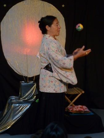 Tsukimi - Jonglage hochet en papier accompagnant une berceuse japonaise