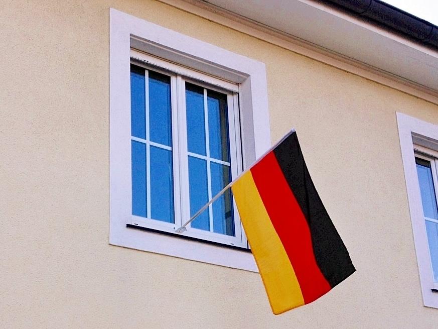 flagge zeigen fahnenhalterung halter f r fahnen. Black Bedroom Furniture Sets. Home Design Ideas