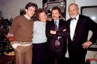 Kurt Klotz (2.v.r.) am Eröffnungstag seiner Fahrschule inmitten seines früheren Chefs und Personal aus Offenbach am 15.Januar 1983.