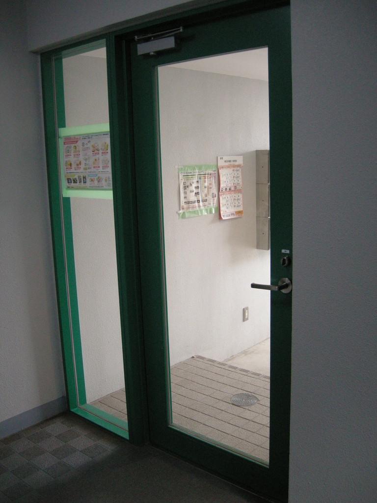 入り口ドア内側1