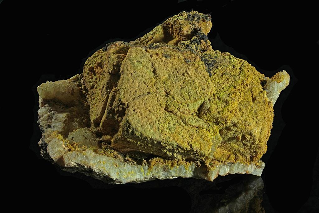 Pyromorphit-auf-Galenit-SandgrubeSehringen-1024-BB=13cm
