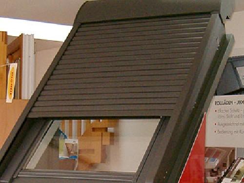 VELUX-Dachflächenfenster mit Außenrollo