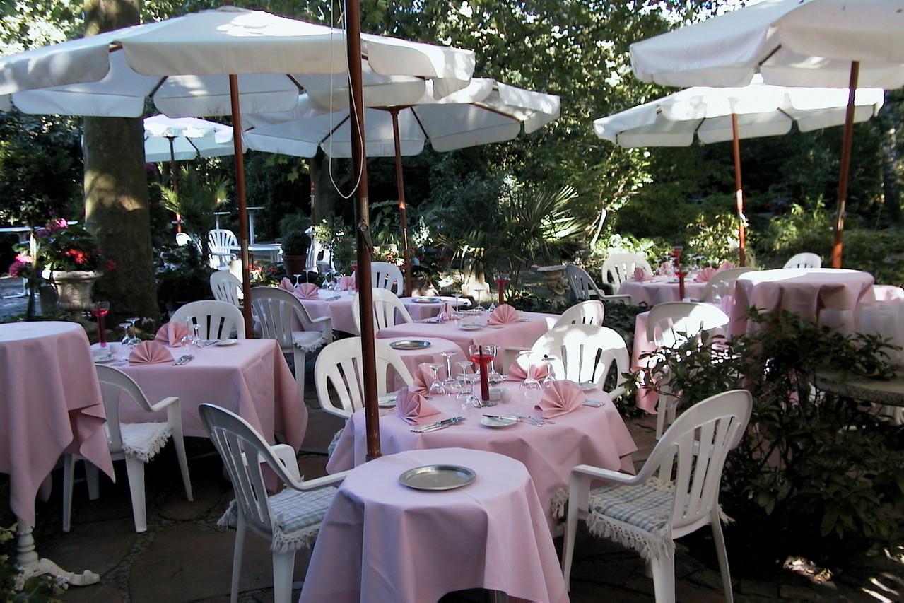 Unsere Terrasse Pfeffer Salz Franzosisches Restaurant In