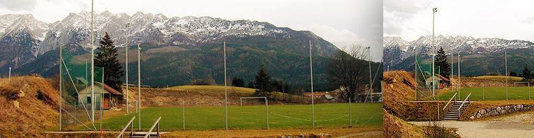 Fußballtrainingsplatz mit Flutlichtanlage