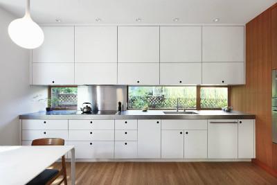 白に統一されたキッチン
