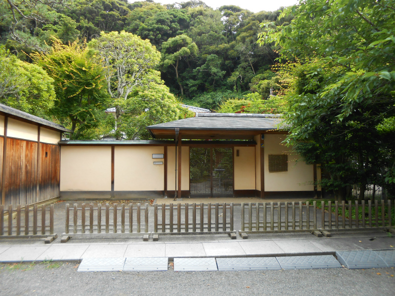 門を入った右手にあった、旧園舎は、和風門構えの素晴らしい建物でした