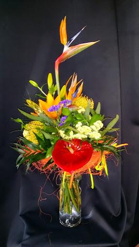 Ramo de flores tropicales .