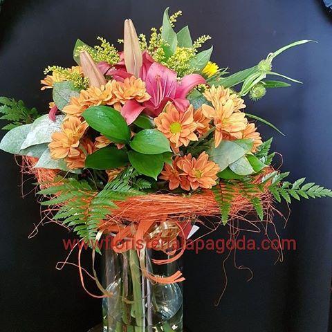 Ramo pequeños de flores variadas. ref R16