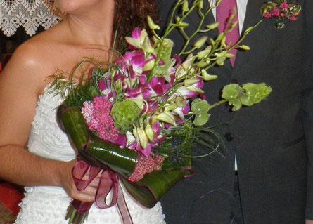 Ramo de novia hecho con orquídeas dendrobium
