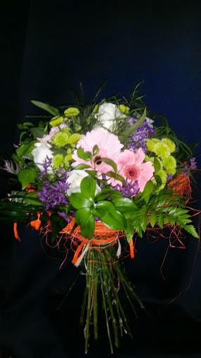 Ramo de flores variadas con gerberas.