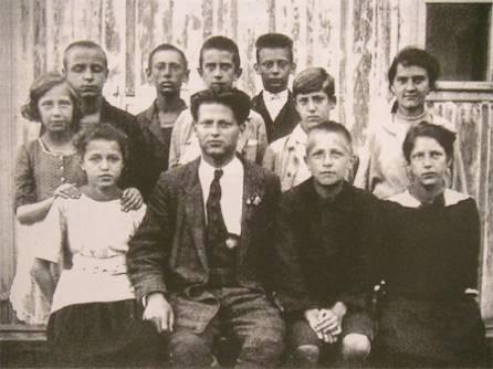 Otto Felix Kanitz mit den Vertrauensleuten der Gmünder Kinderrepublik